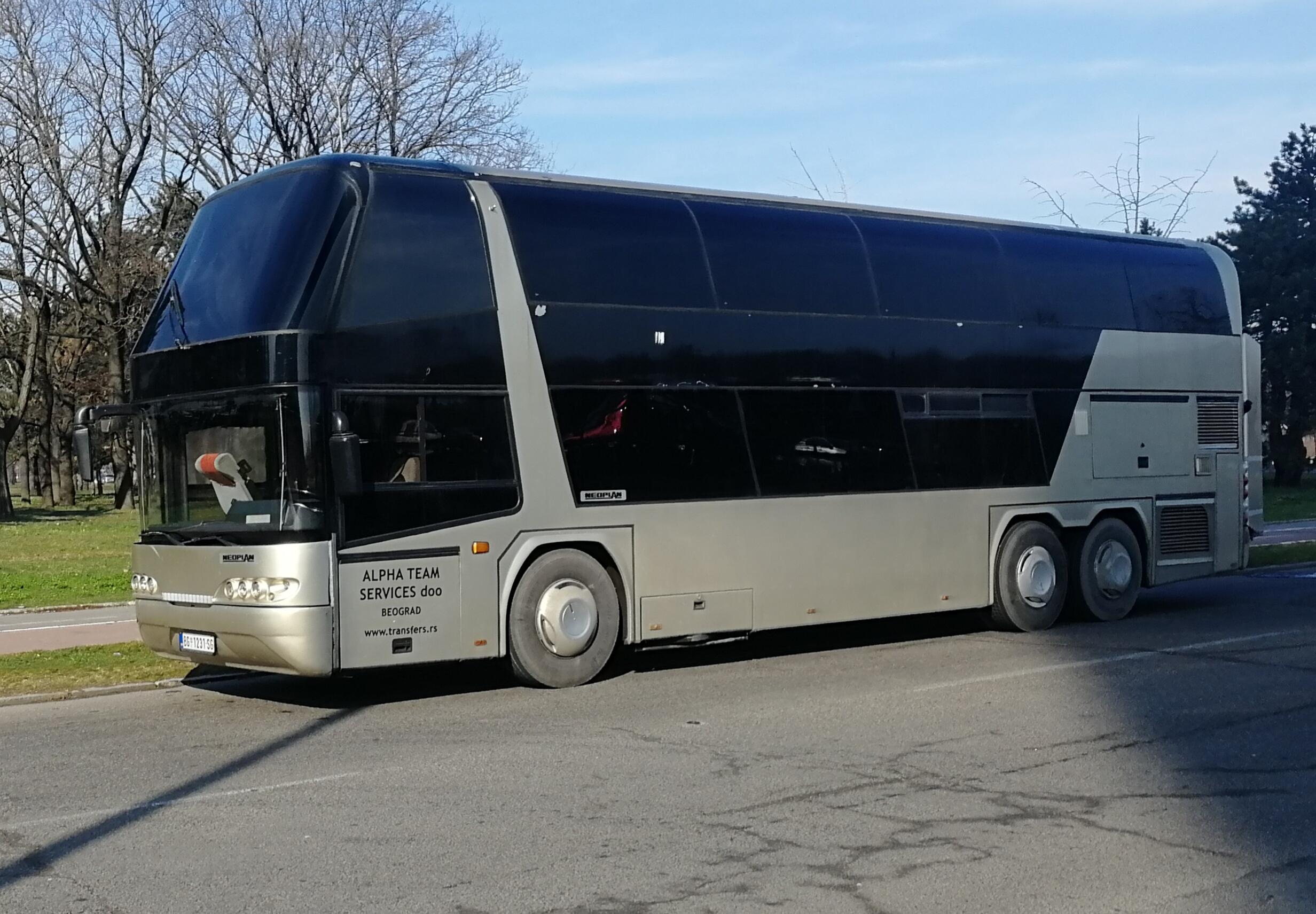 autobus Neoplan N122 77 sedišta